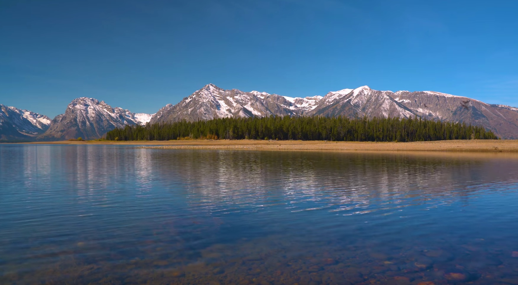 Peaceful Lake And Mountains Scenery
